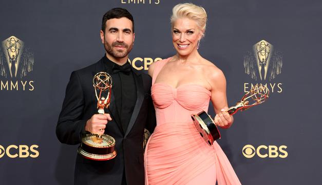 """""""The Crown"""" y """"Ted Lasso"""" comienzan conquistando en Emmys presenciales"""