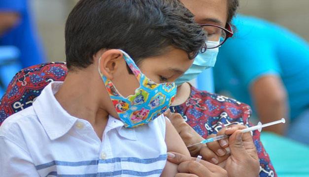 Oposición critica falta de transparencia en presupuesto para vacunas